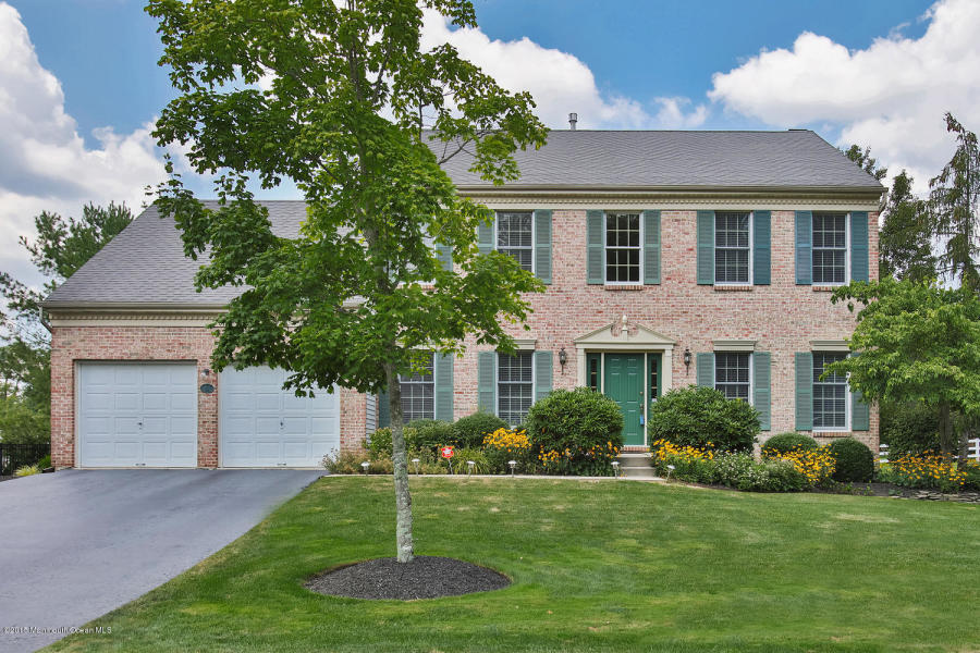 19 Vardon Way Farmingdale, NJ 07727   $513,000