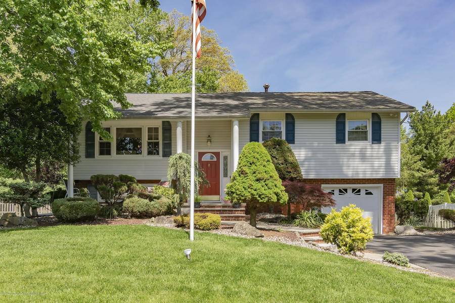 25 Heather Dr Manalapan, NJ 07726   $460,000