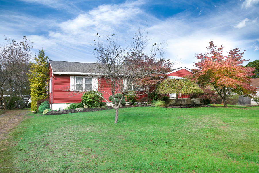386 Ramtown Greenville Rd Howell, NJ 07731   $349,900