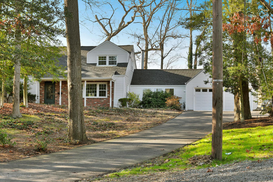717 Schoolhouse Rd Brielle, NJ 08730   $530,000